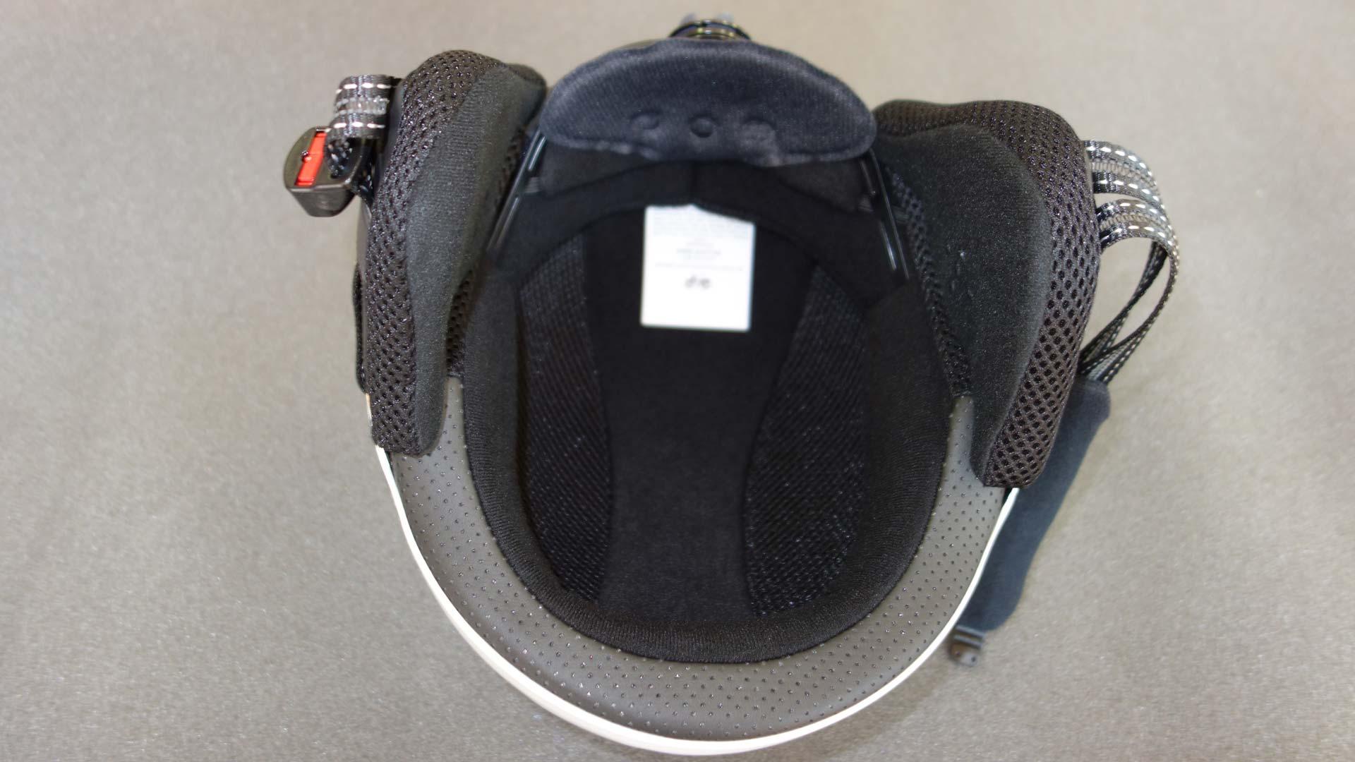 高快適素材「Coolmax」製のインナーパッドは取り外し可能