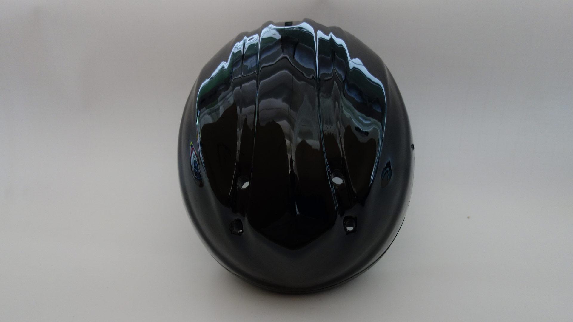 シェルの内側には、強度をさらに増すためにポリスチレンで強化されたインナーを内蔵